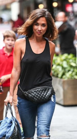 Myleene Klass geht braless in..