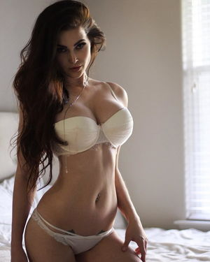 Niece Waidhofer - Instagram Slut -..