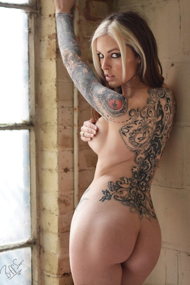 Sexy hot naked girl tattoos — photo 9